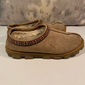 UGG SLIPPERS SIZE 8–NEEDS NEW INSERTS